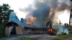 Tarmola, the Scout and Guide Hall in Hamina (FI), in full blaze on 4 June 2013