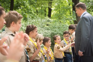 The President chatting with Romanian Scouts in the gardens of Palatul Cotroceni