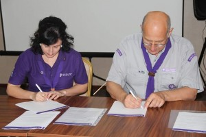 Irina and Andrea signing the new Partnership Agreement between the two Regions.
